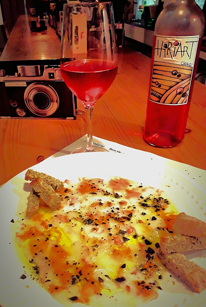 coolantro bar vino rosado plato carpaccio maridaje