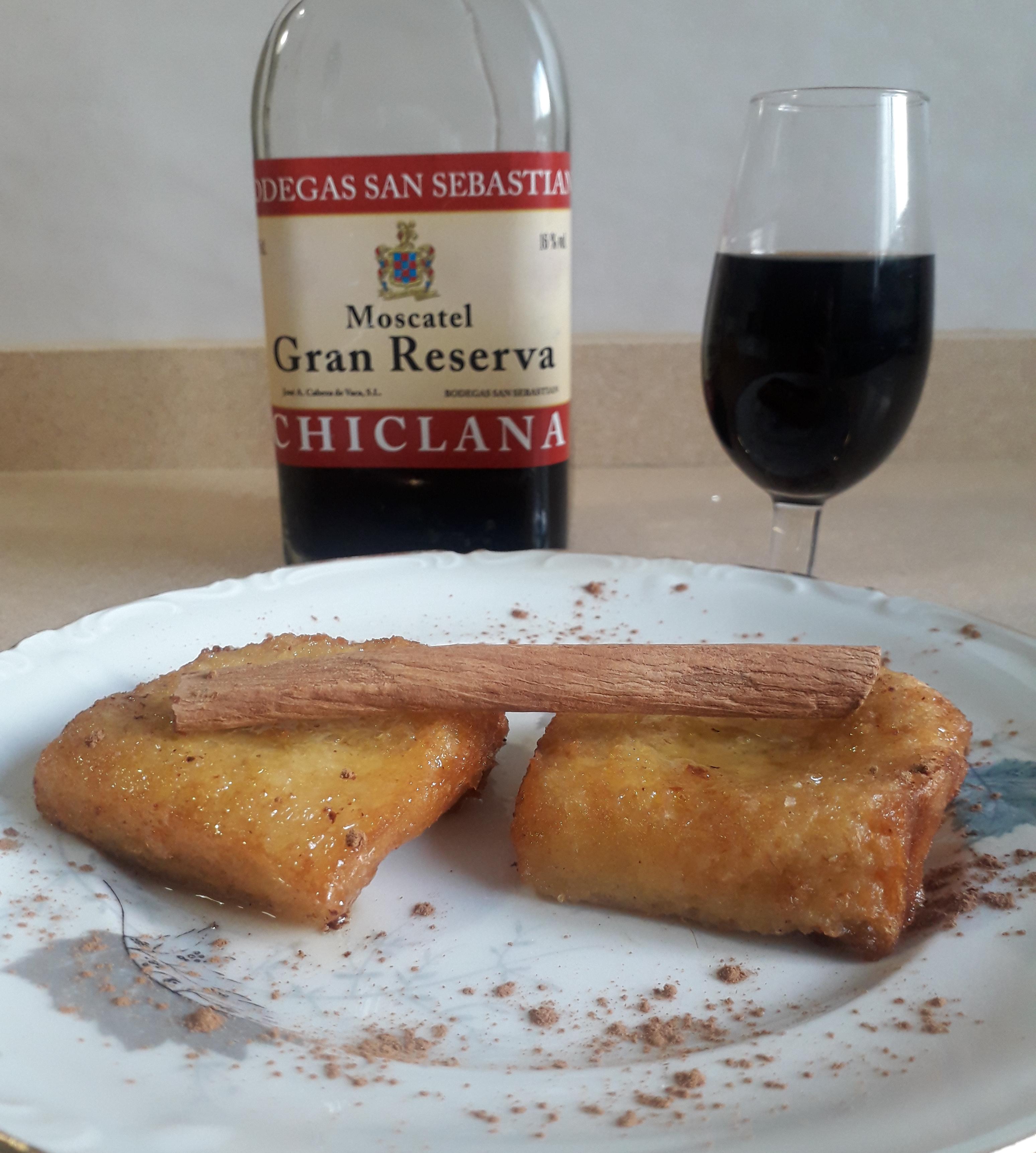 torrijas y vino dulce moscatel